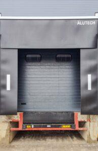 Промислові ворота з докшелтером