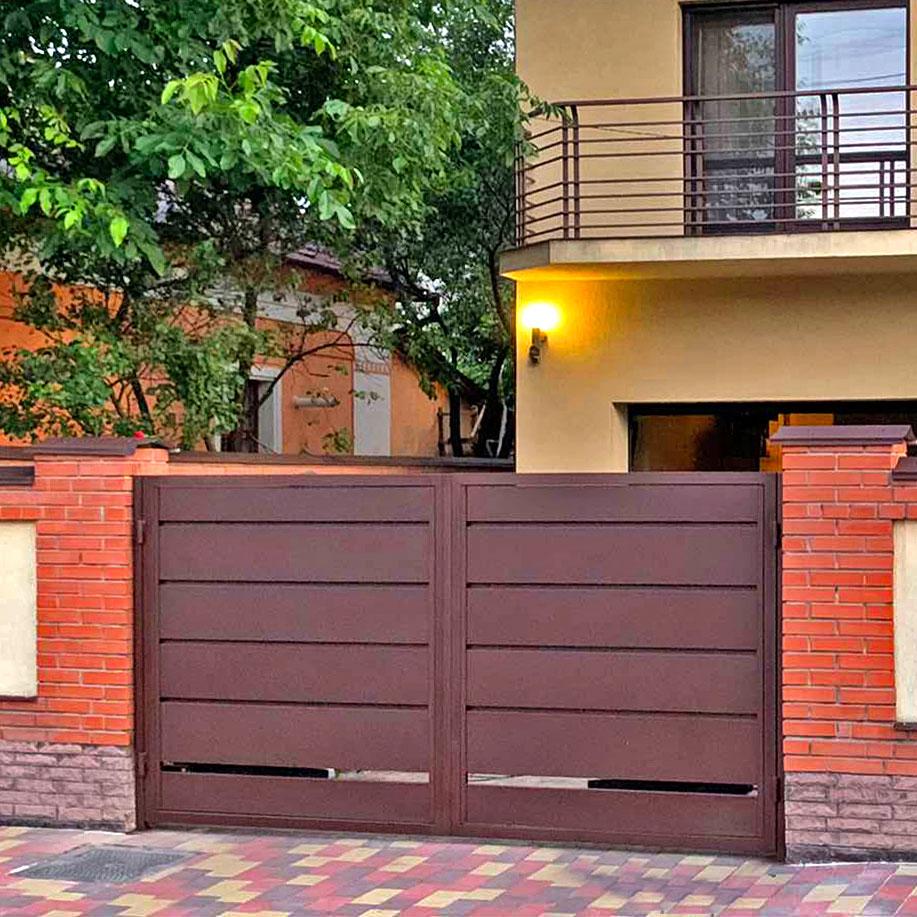 Розпашні ворота металева панель