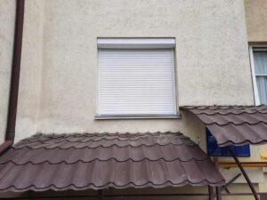 Віконна захисна ролета