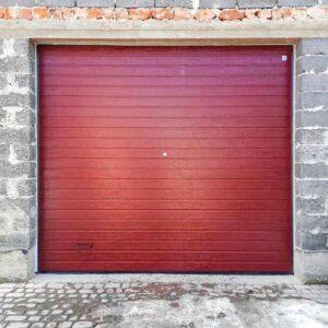 Гаражні ворота пурпурово-червоний колір